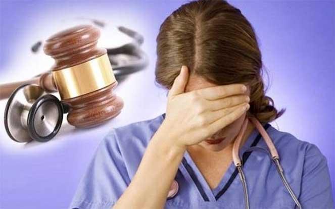 Уголовная ответственность за неоказание помощи больному по статье 124 УК РФ