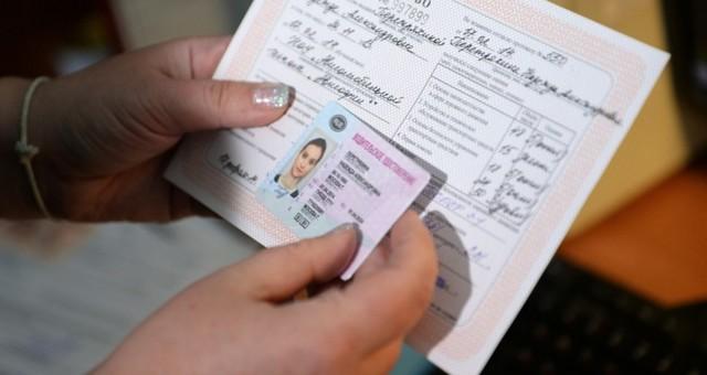 Нужно ли перерегистрировать полис ОМС при переезде в другой город